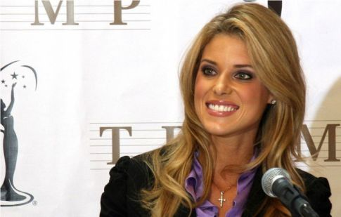 Controversial Miss California Carrie Prejean who's ant-gay marriage comment ...