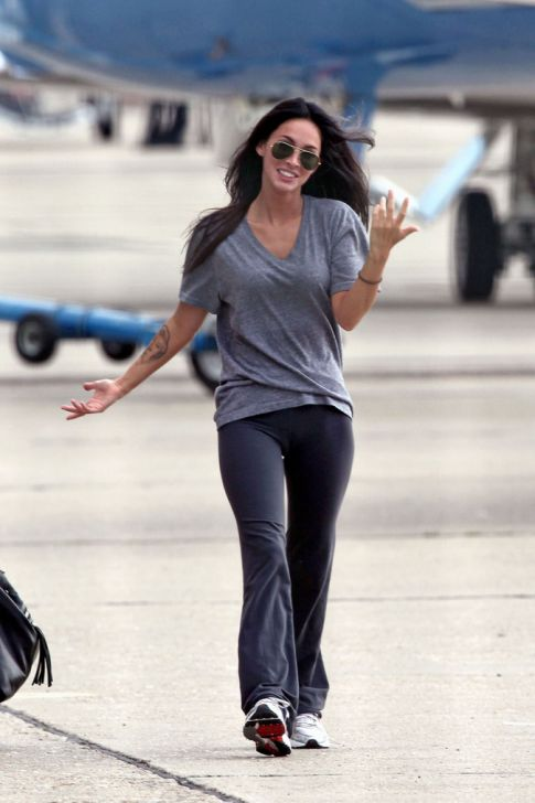 megan fox thumb toes. (Megan Fox Puts the Toe in