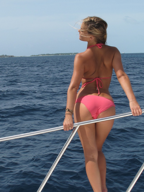 Bar Rafaeli Sports Illustrated Candids Leaked, DiCaprio Cries