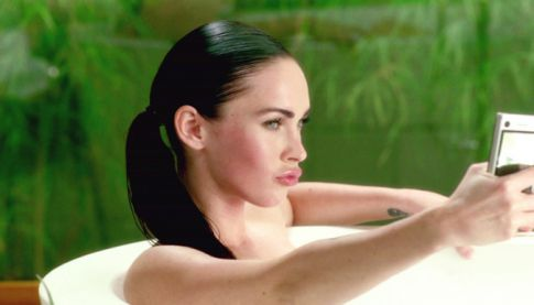 megan fox thumbs pictures. Megan Fox Uses Thumb Double