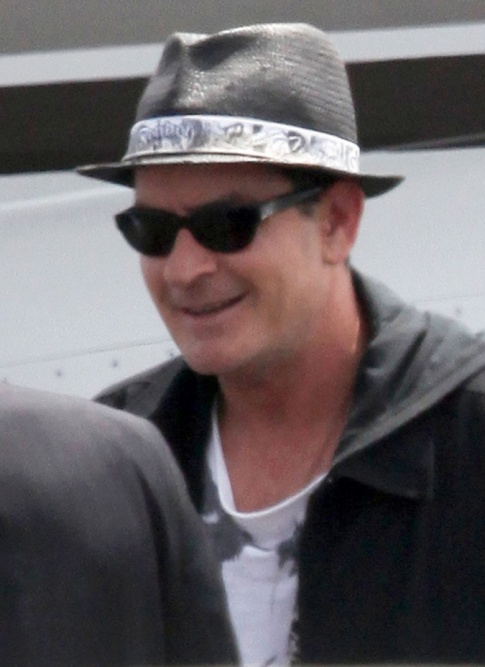charlie sheen no teeth picture. mar link above to drug His public to feb full Charlie+sheen+teeth