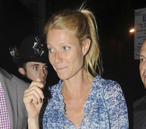 Gwyneth Paltrow...Is Still Singing