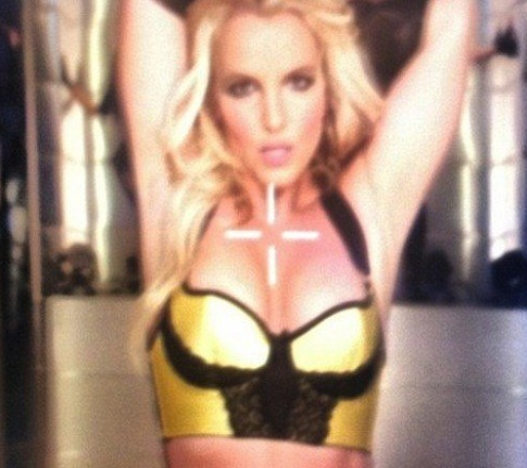 Brit reveals toned bod in time for hot new single release!