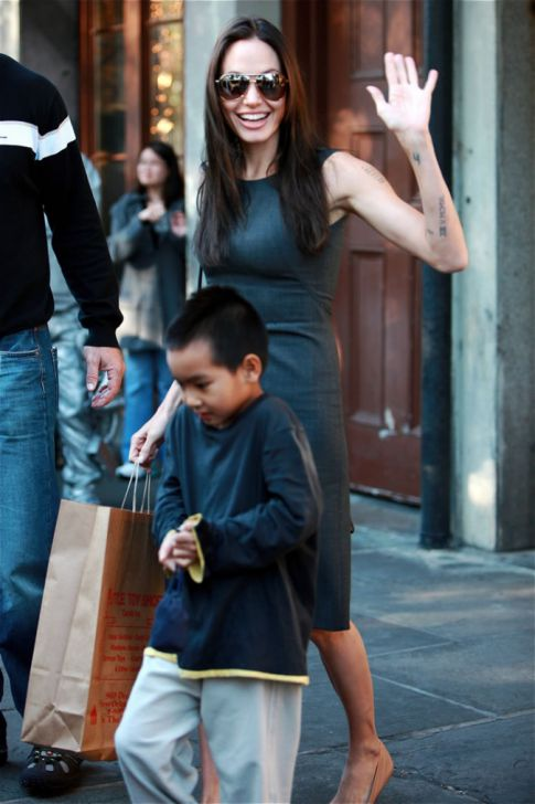 angelina jolie pregnant again page view img 6 Posted in gay thai nude pics