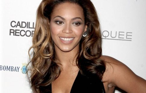 Beyonce Curly Hair 2010. From her long wavy hair to her